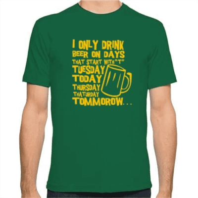 T-Shirt I only drink beer μόνο από το Gadget Box